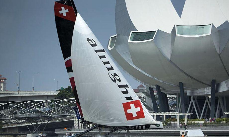 Alinghi vandt overbevisende til første etape af Extreme Sailing Series i Singapore. Foto: extremesailingseries.com