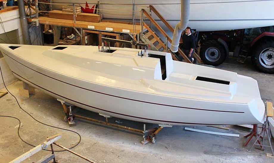 Den nye Faurby 325 begynder at tage form. Båden præsenteres på bådmessen i Fredericia i marts. Foto: Faurby Yacht