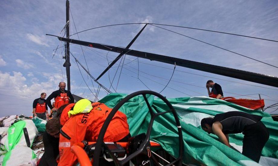 Groupama for nødrig. Kun to ud af fire Volvo-både sejler lige nu. Foto: Groupama