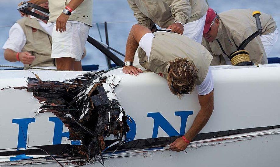 Utroligt men sandt, professionelle sejlere dummer sig massivt. Se bare hullet her i Bribon. Foto: Ian Roman/Audi MedCup