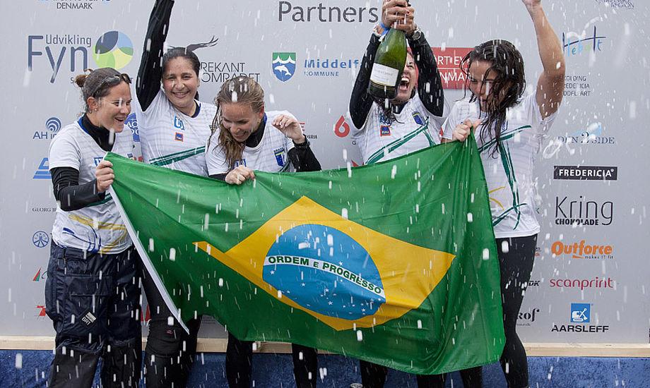 Brasilianske kvinder i stor jubel efter de slog Team Meldgaard. Foto: Jess Anderson