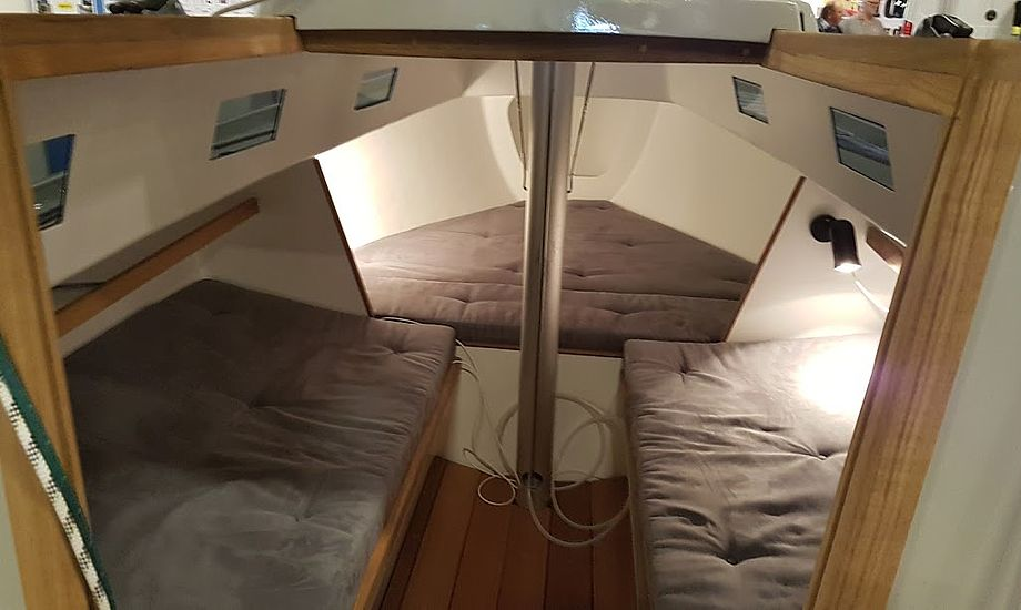 Flere lystsejlere kender til problemet med kondens under madrasserne. Her er vi ombord på Per Risvangs nyistandsatte Spækhugger. Foto: Troels Lykke