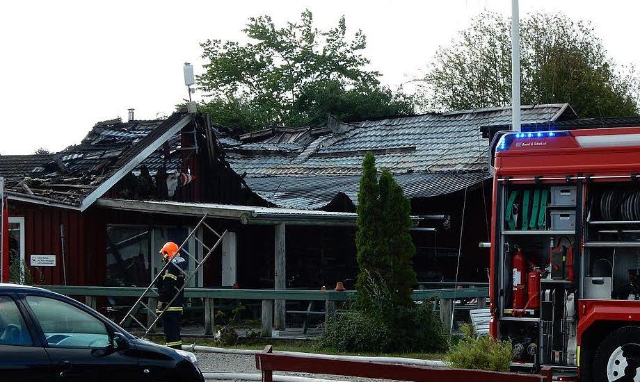 Klubhuset i Marbæk brændte tilbage i juni. Havneejer, Jeppe Sonne, har endnu ikke fået ny byggetilladelse. Foto: Jeppe Sonne
