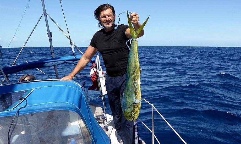 Henrik med fisk. Foto: Signe Storr