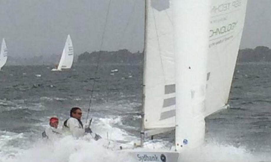 Der var masser vind samt skumtoppe til weekendens DM i Starbåd. Foto: Pia Vinther Sørensen