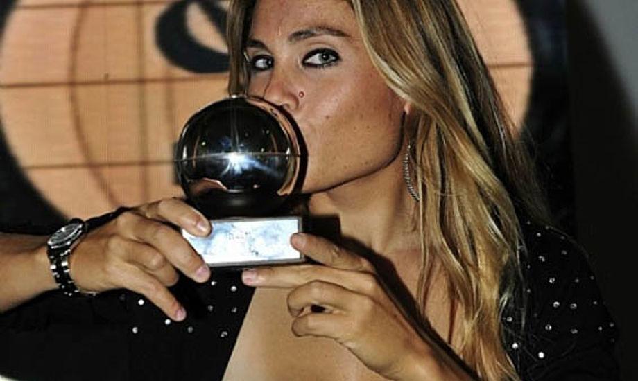 Windsurferen Blanca Manchón var synligt glad. Hun blev verdensmester i Kerteminde i år. Foto: Rolex