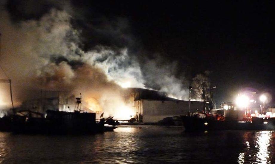 Brand i Hamborg med adskillige både. Foto: Holger Flindt