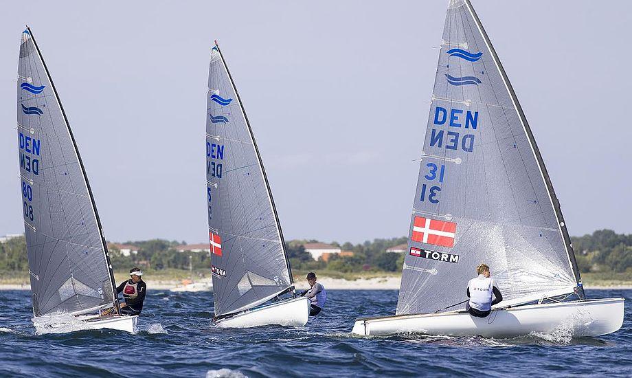 Udenlandske sejlere er også ivrige deltagere til DM. Her dog danske Finn-sejlere til DM 2015 i Vallensbæk. Foto: Finnjolleklubben