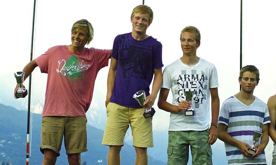 Øverst på en førsteplads ses Mathias Livbjerg. Til venstre Tobias Hemdorff på en andenplads, og Jacob Cholewa til venstre for Mathias på en samlet 3. plads.