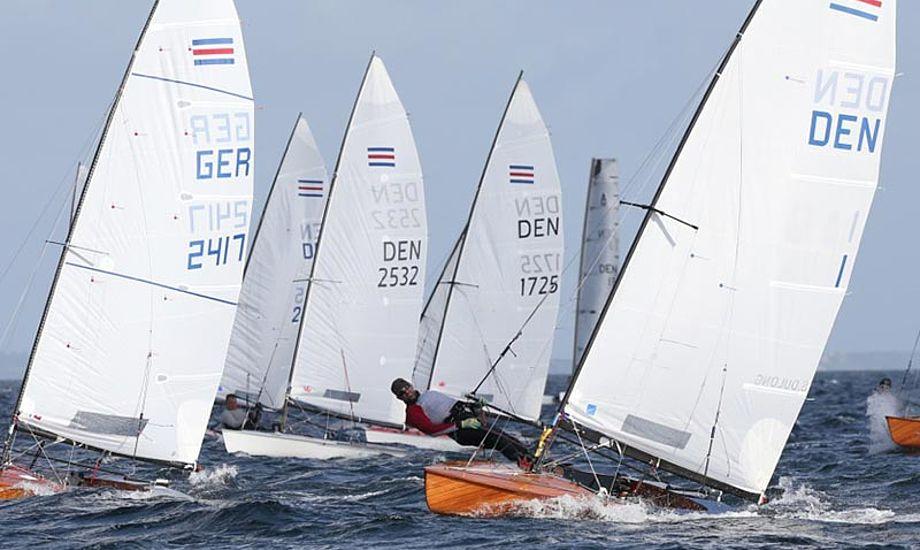 Søren Andreasen fører suverænt i Contenderklassen, med fire point efter fire sejladser. Foto: Hellerup Sejlklub