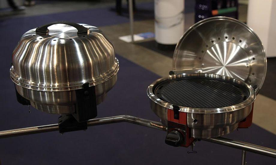 Til venstre ses kulgrill, mens grillen til højre er en gasgrill, som netop kan omdannes til kulgrill. Foto: Sara Sulkjær