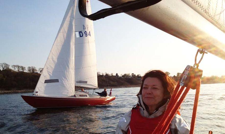 Ræs i Gilleleje. Christina's ansigtsudtryk viser tydeligt at hun lige har sejlet gennem læen på D-94, der også er ankommet til den nordsjællandske by.