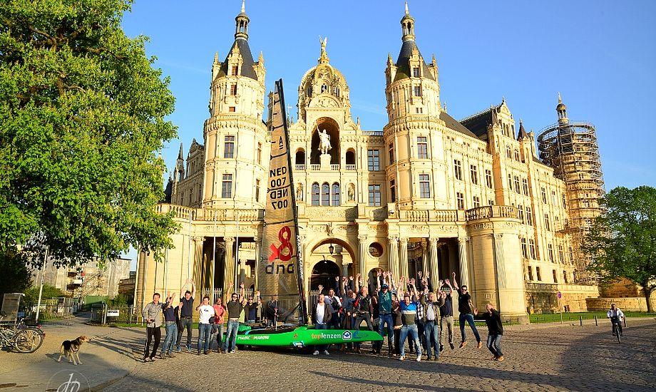 Deltagerne foran slottet i Schwerin. Foto: Picture Works.