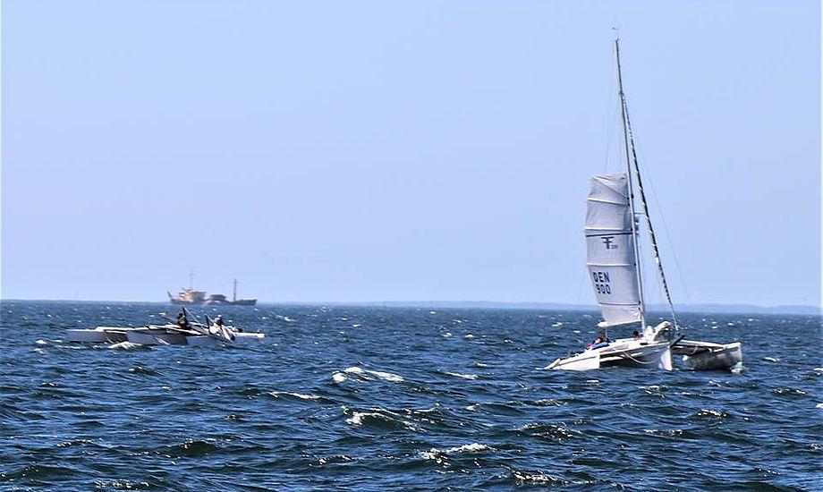 - Her ses den mistede mast i Århusbugten, og den anden trimaran viste god sømandskab og blev ved dem, fortæller X4-sejler Henrik Jørgensen. Foto: Henrik Jørgensen