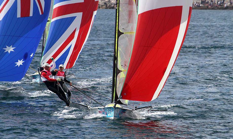 Allan Nørregaard, der her styrer 49eren over målstregen i medal race og tog bronze, skal nu sejle på Carbon3. Foto: Troels Lykke