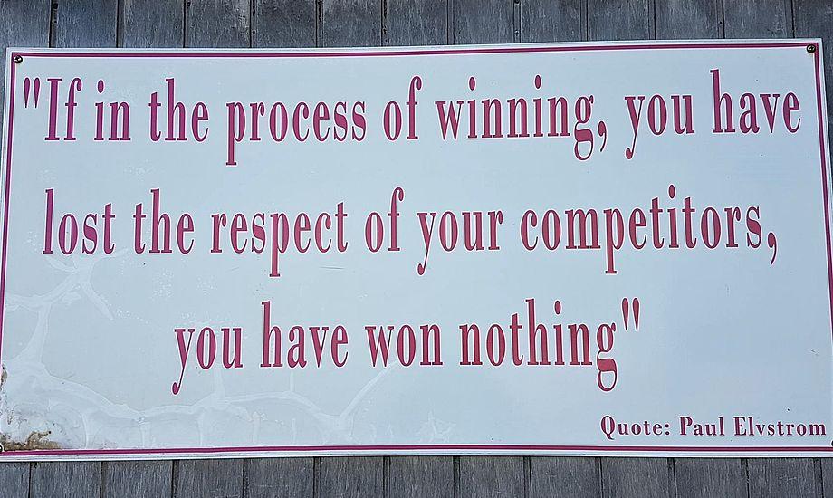 På Bahamas til Star-sejlads hænger dette citat af Paul Elvstrøm om fair sejlads. Foto: Troels Lykke