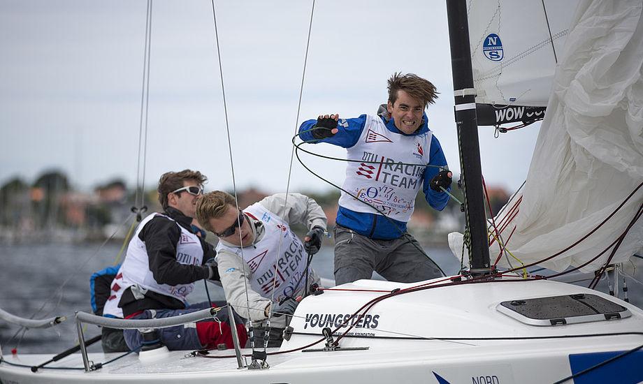 Der kæmpes hårdt på vandet til 2. divisionsstævnet. Foto: Frederik Sivertsen / Sejlsportsligaen