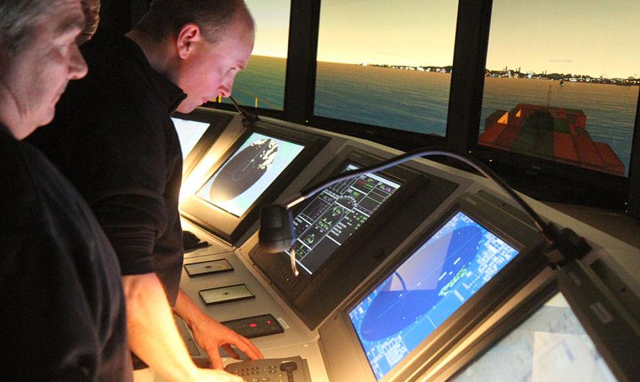 På kurset vil deltagerne sejle i Furunos brosimulator. Foto: Furuno A/S.