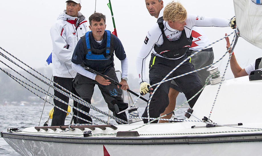 Jesper Bank guider Kronprinsen, det har han før gjort i DS 37eren. Fotos: Jess Anderson