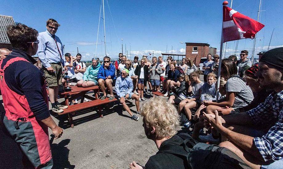 Misundelige blikke rettes måske her mod Patrick Læborg i Lundeborg Havn. Til højre ses deres lærer Christian Liebergreen.