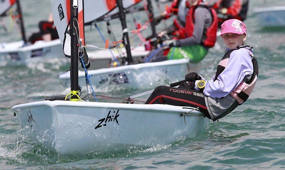 Det er nok tvivlsomt hvor mange danske medaljer det kan blive til. Englænderne har mindst fem års erfaring i Tera-jollen. Foto: rssailing.com