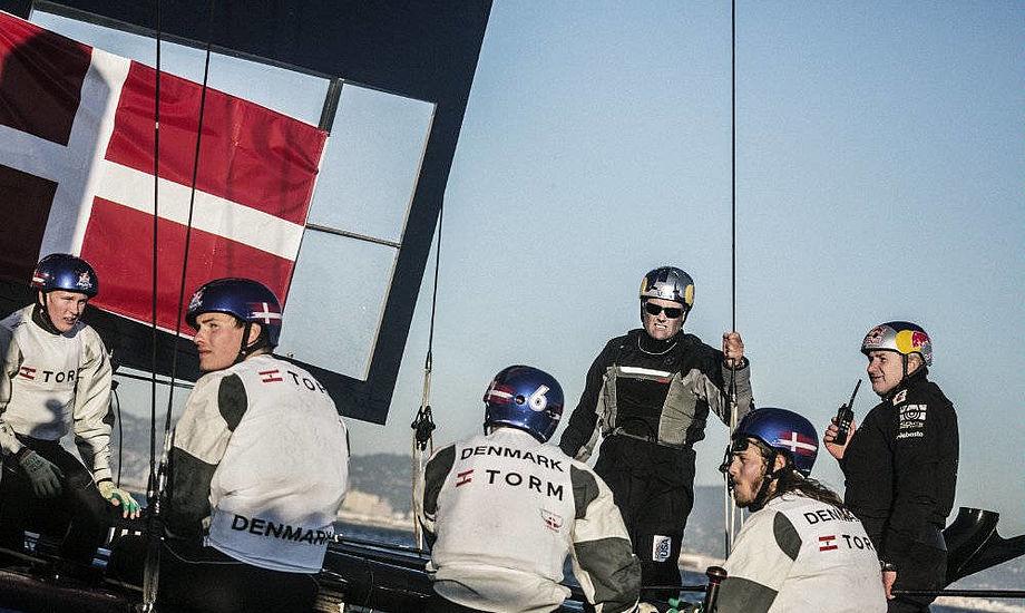sådan så det danske hold ud i Americas' Cup for unge med CEO for Oracle USA, Russell Coutts, om bord i San Francisco.