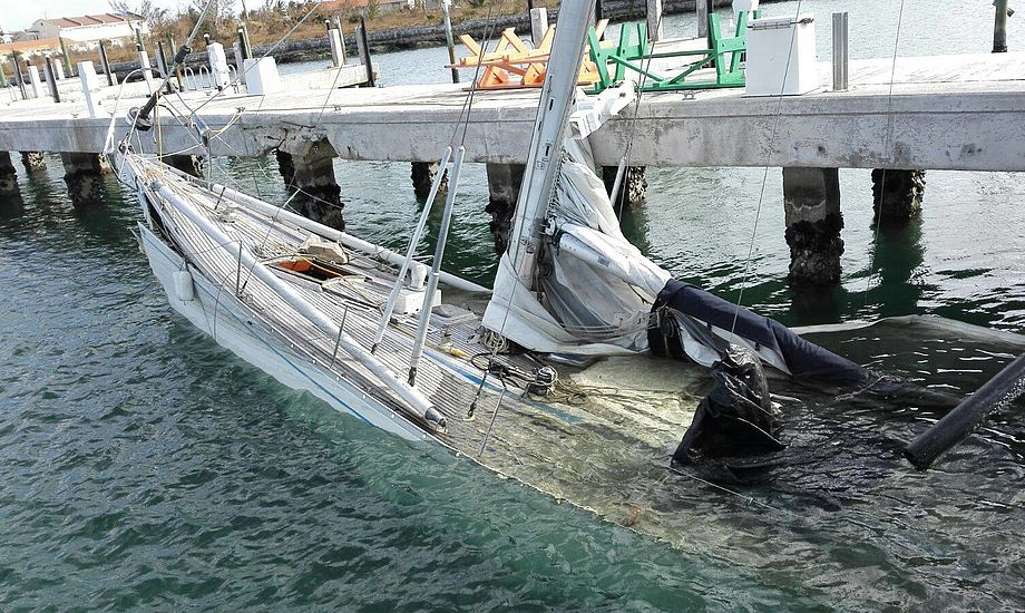 "Orkanen Matthew efterlod et kaos, da den passerede Grand Bahamas. ""Står vores båd der stadig?"""