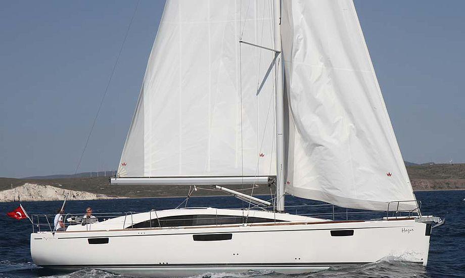 De fleste tursejlere, der køber nye, store både, er over 55 år og de vil gerne sejle komfortabelt med et automatisk fokke-system, mener Bavaria. Foto: Troels Lykke
