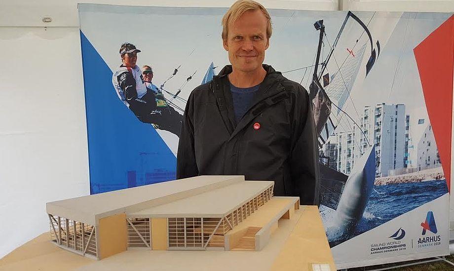 Sejlsportscenteret er tegnet af arkitektfirmaet Entasis A/S fra København. Direktør Christian Cold fortæller at det bliver et hus, der skal kunne tåle saltvand. Foto: Troels Lykke