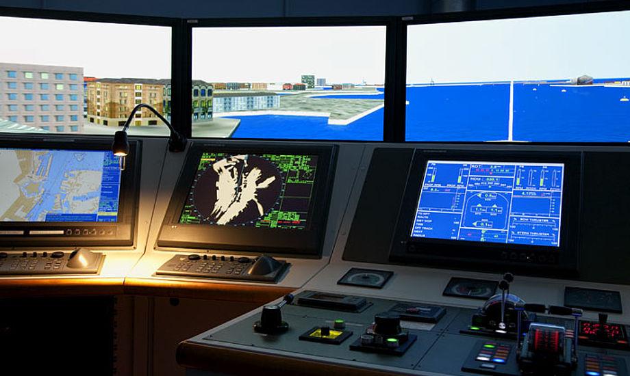 Det er denne simulator som du kan sejle i hos Furuno i Hvidovre.