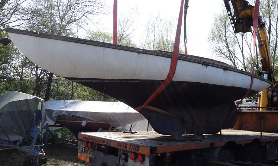 Her ses den populære 1913-båd, klar til at blive skåret op. Dét fik dog sejler-Danmark op ad stolen, og båden har nu kurs mod Aarhus.