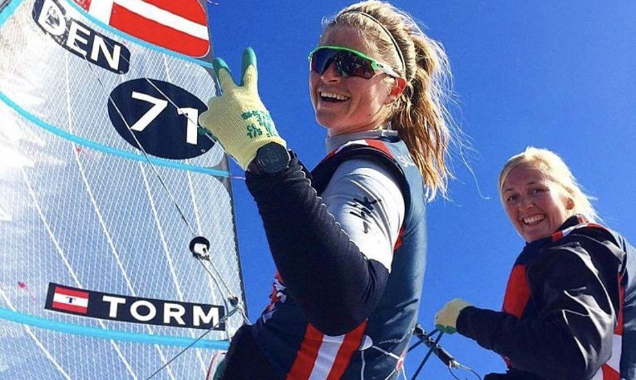 Selvom Jena Mai Hansen (t.h.) har måttet vinke farvel til det sjette ben i Volvo Ocean Race, er smilene store i Portugal. Foto: Team Jena & Katja / Facebook