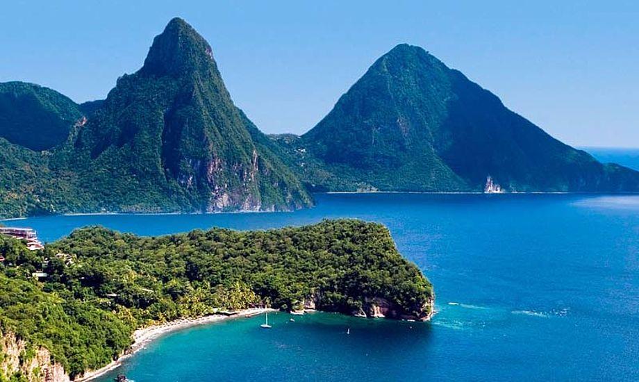 Øen er meget grøn og frodig, og der er flere regnskove på øen, som byder på store natur oplevelser.
