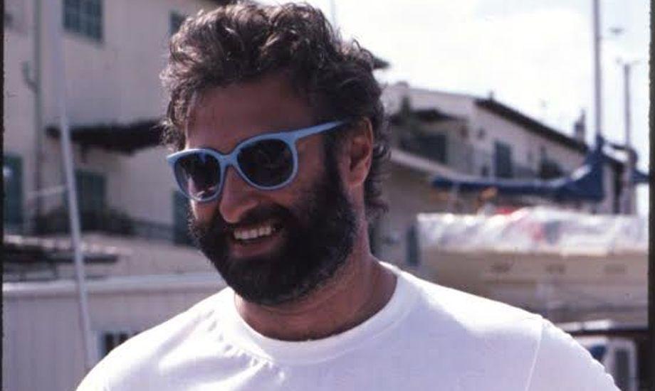 Niels med rigtigt skæg, som han ikke har i dag. Fra One Ton Cup på Mallorca 1986. Han siger om 1986, at det var året, hvor han kunne gå på vandet på grund af de mange sejre. Hertil har solbrillerne dog nok også hjulpet. Foto: Privatfoto