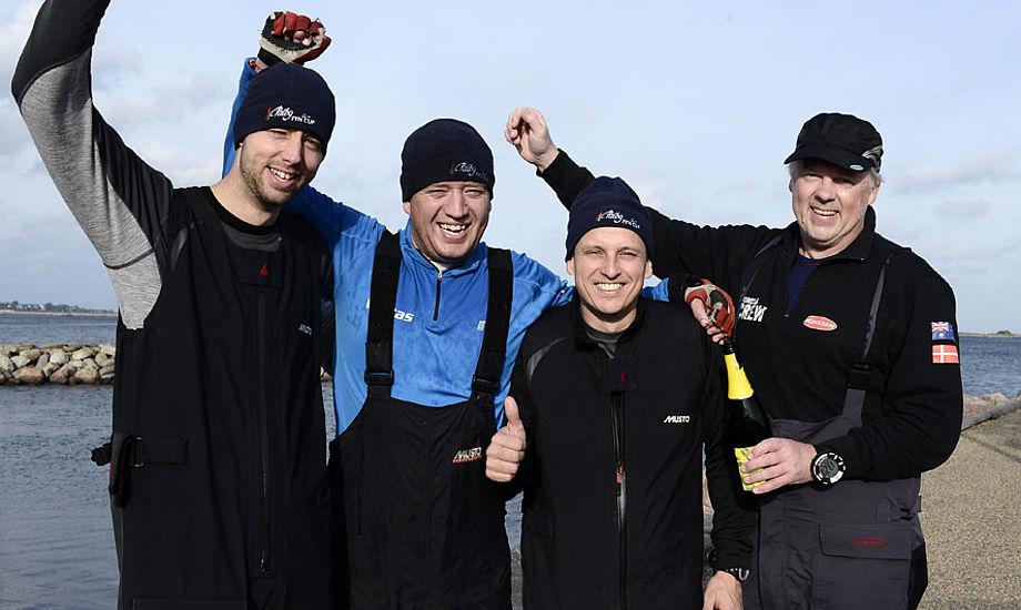 Vinderne kommer fra Skærbæk. Fra venstre Henrik Bøje, Erik Fruergaard, Michael Svensson og Nicolai Sehested. Foto: Flemming Ø. Pedersen/Dansk Sejlunion
