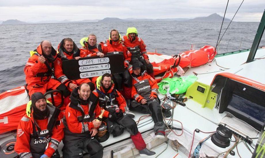 Groupma kom først til Kap Horn, men nu er det kun æren de sejler for mod Brasilien. Foto: Groupama