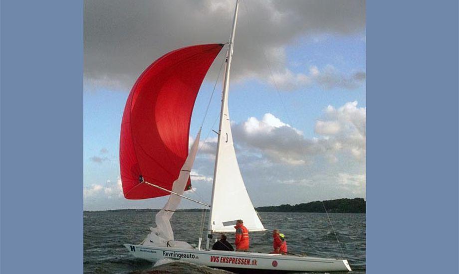 """""""JustForFun"""" var knap så fun. Få sekunder efter billedet blev taget, lå hun med masten nedad. Foto: Jørgen Lindegaard"""