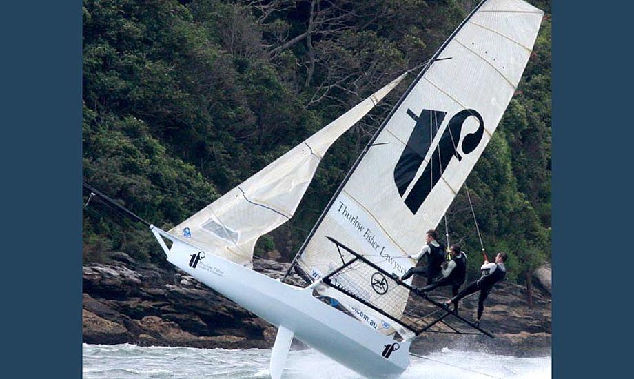 En 18-footer er ikke sådan at styre. Måske lidt som at ride en vild hest! Foto: 18footers.com.au