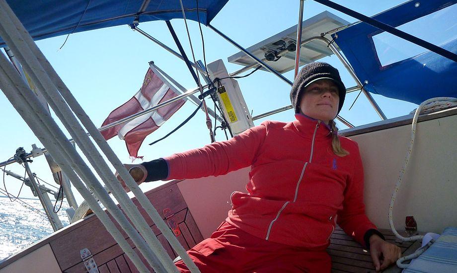 Til Henriks store begejstring øver jeg mig i at styre på vores Allegro 30. Foto: Henrik Hansen