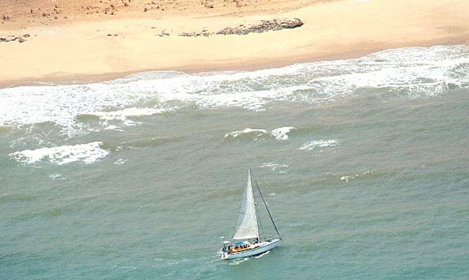 Den sydafrikanske yacht Coizil på grund ved den somaliske kyst.