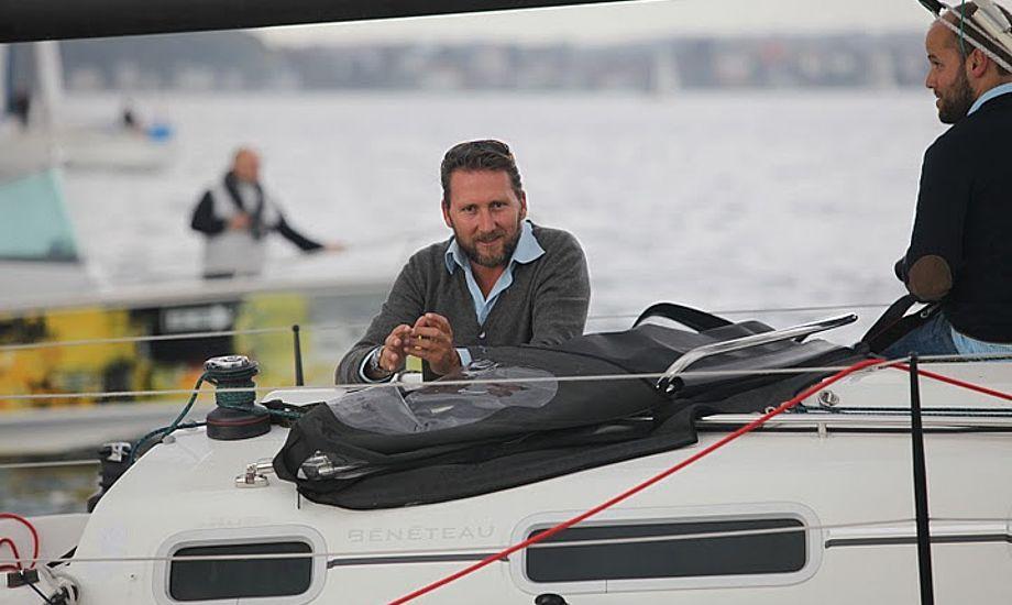 Her ses Mads Christensen, der er manden bag sejladsen. Han sejlede på en First 34.7 og blev akkurat slået af en X-40. Foto: Peter Søgaard