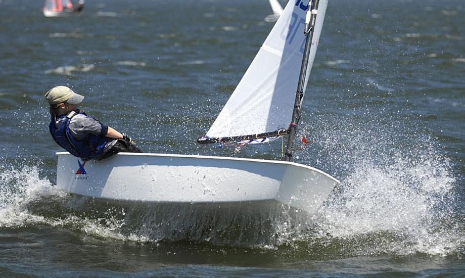 Fattige børn har ikke råd til alt det udstyr, man skal bruge som sejler. Foto: KB