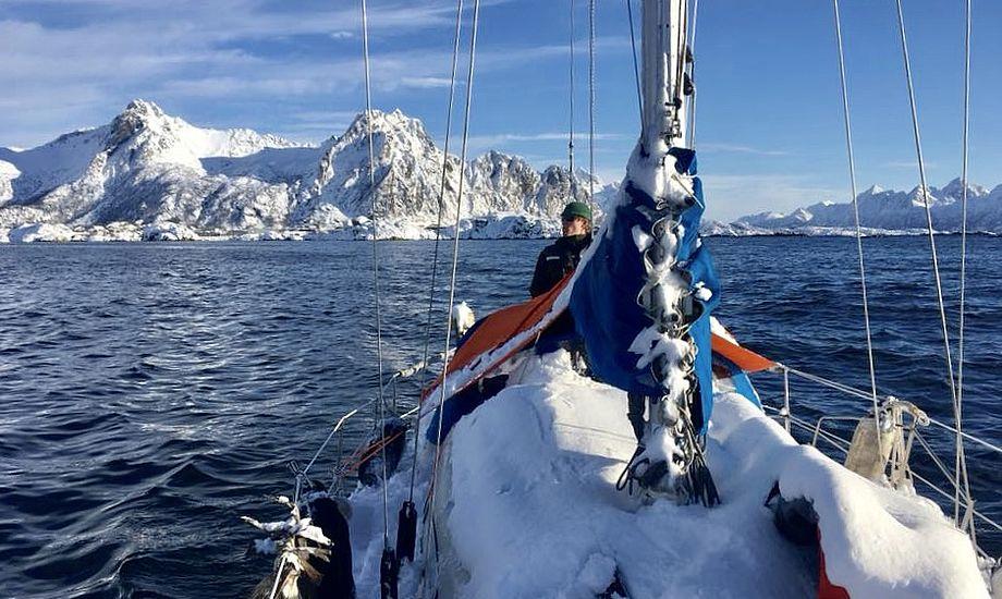 En 30-fods Albin Ballad har bragt det unge kærestepar til Nordnorge. Foto: Privatfoto