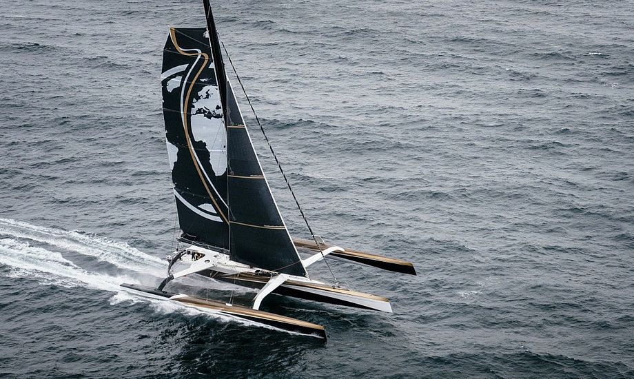 Den 131 fod lange trimaran Spindrift 2 jagter lige nu jorden rundt-rekorden, Jules Verne Trophy. Foto: Chris Schmid/Spindrift racing