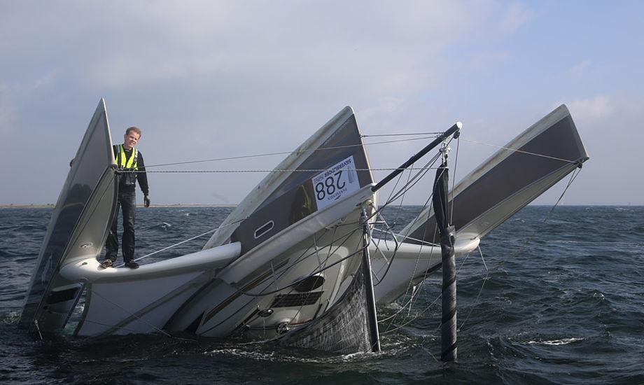 Jakob Madsen kæntrede i Dragonfly 28 udfor Thurø. Foto: Troels Lykke