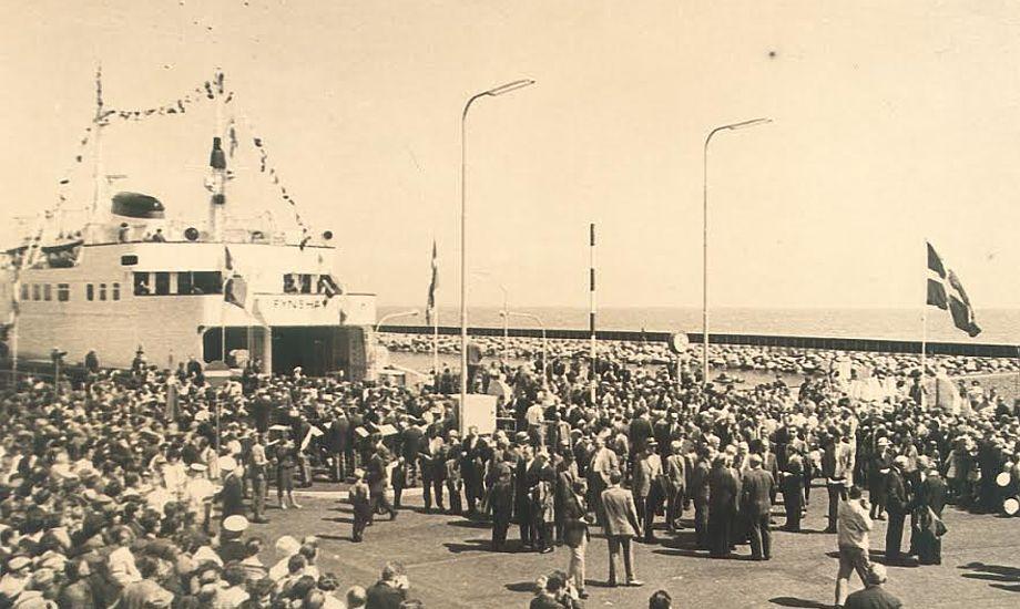Der er sket meget med både færgeruten og Danmark, siden ruten mellem Bøjden og Fynhavn blev etableret i 1967. Fotos: Horne Lands Folkemindesamlings Arkiv og Færgen.
