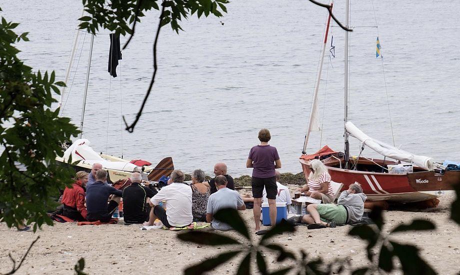 De ni Wayfarer-besætninger mødtes på stranden på Hven. Foto: Jonatan Nothlev