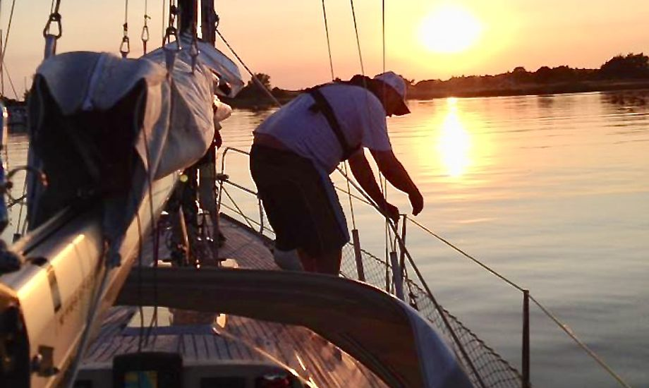Når Mick Høy om få måneder krydser Atlanten, hopper en gammel kammerat fra England med ombord. Heller ikke han har sejlerfaring. Foto: Privatfoto