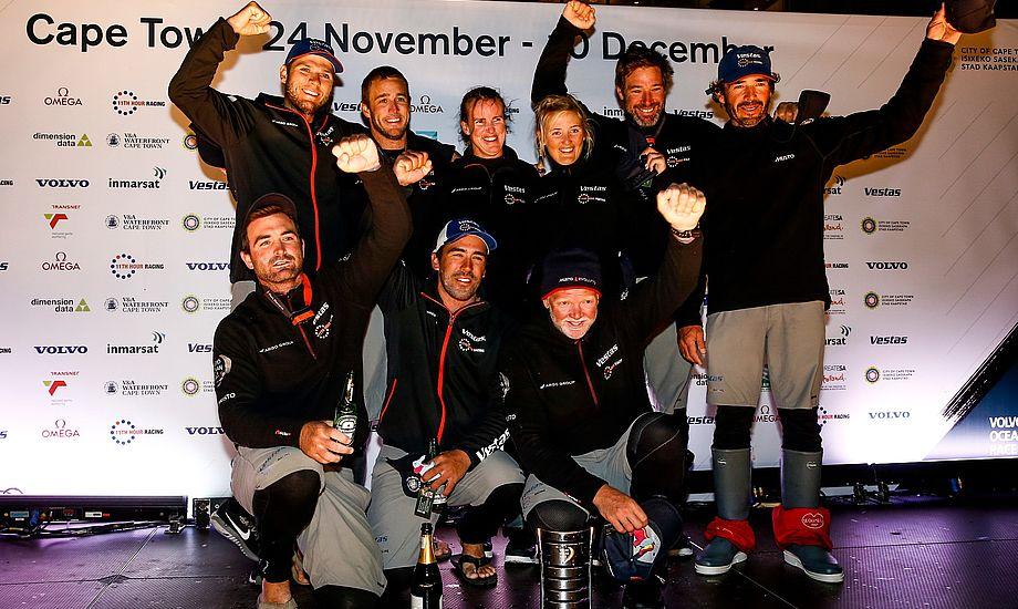 Jena Mai Hansen jubler i Cape Town efter sin første etape i Volvo Ocean Race.