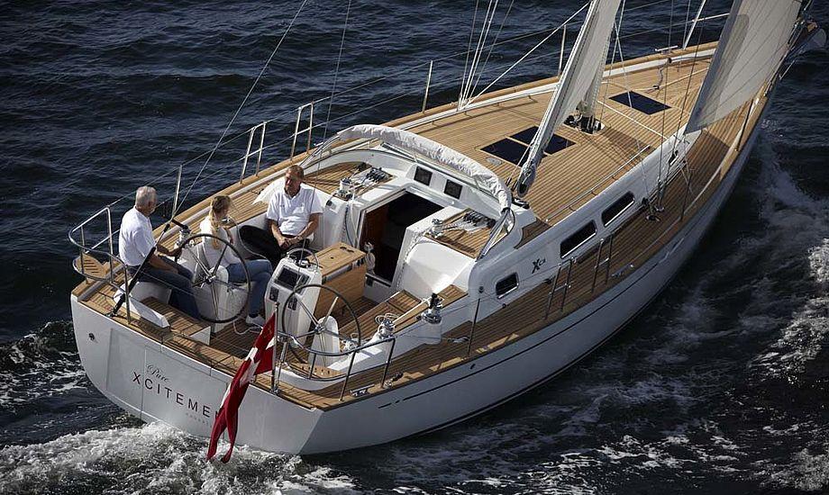 Xc 38 løb af sted med prisen som European Yacht of the Year 2011 i Luksus Cruiser kategorien.